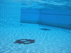 Swimming_pool_underwater_1