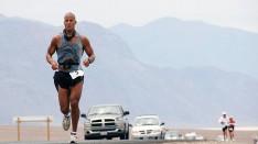 US_Navy_070723-N-6138R-001_U.S._Navy_SEAL,_Petty_Officer_1st_Class_David_Goggins_runs_135_miles_through_Death_Valley,_California_in_the_Kiehl's_Badwater_Ultra_Marathon