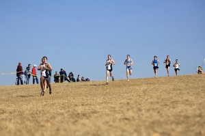 800px-US_Navy_090207-N-7090S-013_Lt._j.g._Will_Christian_leads_a_pack_of_runners_during_the_Armed_Forces_Cross_Country_Championship