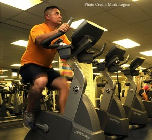 647px-US_Navy_100120-N-7498L-025_enior_Chief_Navy_Counselor_Tony_Peraza_assigned_to_Navy_Recruiting_District_Los_Angeles_works_out_on_a_stationary_bike